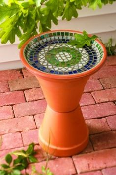 1. Table Leg Stand Bath Source: Garden Stew A simple and easy design, this bird bath stands on a recycled table or chair leg. Either use a screw, nail, or glue to fasten a bowl to the top of an old leg, and you can have your own creation in your garden! 2. Glass Lampshade Bath …