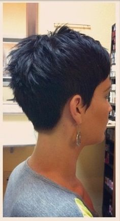 Idées et Tendances coupe courte Tendance Image Description Short hair fro… Short Hair Trends and Ideas Trend Image Description Short hair from the back Short Pixie Haircuts, Hairstyles Haircuts, Cool Hairstyles, Hairstyle Ideas, Hair Ideas, Elven Hairstyles, Black Pixie Haircut, Braided Hairstyles, Funky Haircuts