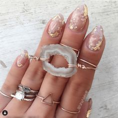 Beauty Trend - Crystal Nails - Blushing in Hollywood The hottest new nail art trend for 2017 is crystal nails! Rose quartz, amethyst, geode nail art, gem stone nails are super hot right now! Stone Nails, Stone Nail Art, Clear Nail Polish, Gel Polish, Nagellack Trends, Crystal Nails, New Nail Art, Ingrown Hair, How To Apply Makeup