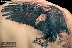 Tatuaje de águila hecho por Jaroslav Snejdar, de Lleida (España). Si quieres ponerte en contacto con él para un tatuaje visita su perfil: http://www.zonatattoos.com/yarda  #tatuajes #tattoos #ink #aguilas
