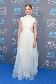 Rosamund Pike in Valentino Couture. Photo: Alberto E. Rodriguez/Getty Images for A