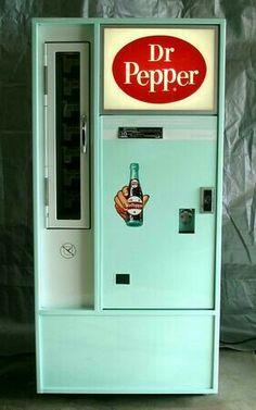 Pepper but when it's available in a vintage aqua vending machine. Dr. Pepper, Retro Vintage, Style Vintage, Vintage Love, Vintage Stuff, Vintage Signs, Retro Ads, Coca Cola, Décor Antique