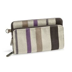 Free to Be Soft Wallet - #thirtyonegifts This wristlet along with the wristlet strap make a great set when you just need to go!  Add a purse for every day for 50% off!!!