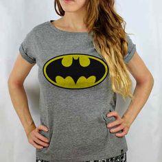 Camiseta Feminina Batman de Manga Dobrada Id Clothing, Batman Birthday, Geek Culture, I Dress, Mundo Geek, Geek Stuff, T Shirts For Women, Dc Comics, Cute
