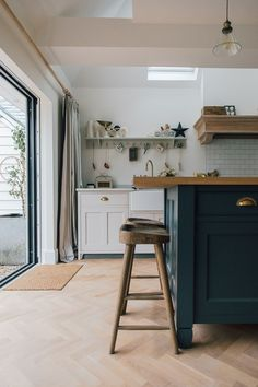 Island Unit With Wooden Stools - A Modern Country Farrow & Ball Downpipe And Skimming Stone Kitchen With Oak Parquet Flooring Modern Country Kitchens, Country Kitchen Designs, Modern Kitchen Design, Home Kitchens, Rustic Kitchens, Kitchen Units, Open Plan Kitchen, New Kitchen, Stylish Kitchen