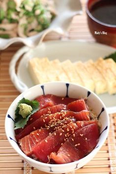 Shiso fragrant pickled bowl of tuna sashimi in vinegar rice. Japanese Dishes, Japanese Food, Asian Recipes, Healthy Recipes, Sushi, Recipes From Heaven, Korean Food, Food Design, Food Photo
