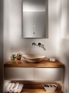 Warm contemporary vanity. Double up the sinks, and just take my money already.