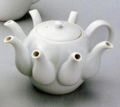 Unusual teapot ... How would a person pour a cup of tea from this? Lol  ,WOULD B A HARD THING TO DO