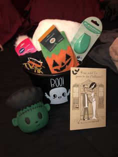 Diy Halloween Gifts, Halloween Gift Baskets, Halloween Crafts For Kids, Halloween Season, Halloween Stuff, Halloween Outfits, Halloween Treats, Fall Halloween, Halloween Party