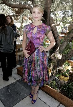 Love this vintage inspired dress!