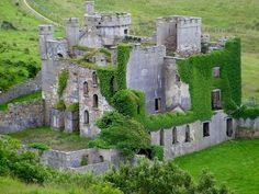 Clifden Castle in Ireland Ireland Landscape An eisen Blog vill méi Informatiounen https://storelatina.com/ireland/travelling #Ирландия #Ирска #Írsko #Placestovisit