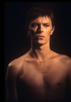 David Bowie| centre of things, nightspell: 1977, Bing Crosby show. He looks so sexy here oh my gosh