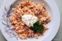 Sitruunamehulla ja mustapippurilla maustettua kaupan lämminsavulohta kera smetananokareen (ilman kukkakaalirisottoa). Risotto, Ethnic Recipes, Food, Meals