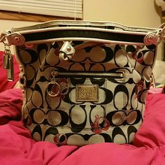 Coach purse Authentic Coach Purse.Great condition. No stains. Over the shoulder hobo bag. Coach Bags Shoulder Bags