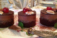 Už na pohľad neodolateľný dezert. Recept na jeho prípravu nám prezradil gastroexpert Rudolf Héger. Tak poďme na to! Pavlova, Trifle, Cheesecakes, Deserts, Food And Drink, Cupcakes, Sweets, Cooking, Recipes