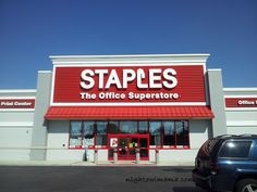 $25 Gift Card Giveaway #StaplesHasIt http://www.thenightowlmama.com/2013/08/shop-staples-for-back-to-school-25-gift-card-giveaway-stapleshasit.html/