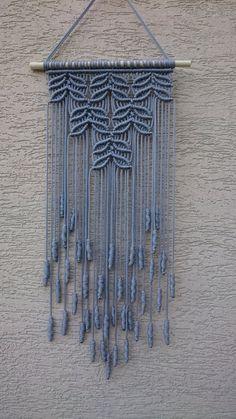 56 ideas for wall decored diy yarn art ideas Macrame Wall Hanging Tutorial, Macrame Wall Hanging Patterns, Large Macrame Wall Hanging, Macrame Art, Macrame Design, Macrame Projects, Macrame Patterns, Hanging Wall Art, Wall Hangings