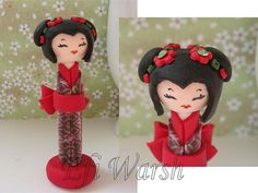 Kokeshi Doll in Green and Red Christmas Colors Christmas Colors, Red Christmas, Christmas Ornaments, Asian Party, Oriental, Biscuit, Kokeshi Dolls, Polymer Clay Crafts, Cold Porcelain