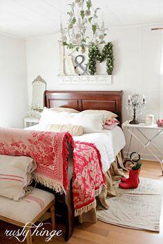 Christmas bedroom decorating ideas - beautiful!