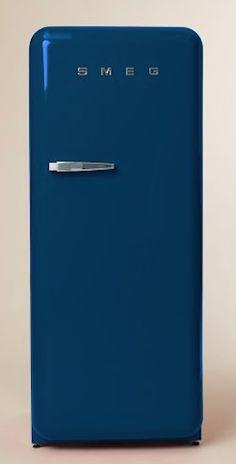 retro SMEG #blue refrigerator http://rstyle.me/n/i46kdr9te