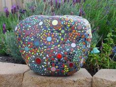 Bicchieri e tazze rotte: 10 idee per il riciclo creativo dei frammenti di vetro e ceramica