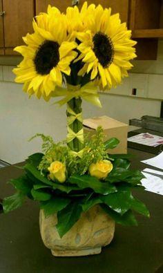 images of sunflower arrangements - Bing Images Deco Floral, Arte Floral, Floral Design, Church Flowers, Silk Flowers, Beautiful Flowers, Sunflower Arrangements, Beautiful Flower Arrangements, Silk Arrangements