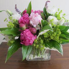 Rosen Arrangements, Spring Flower Arrangements, Beautiful Flower Arrangements, Floral Centerpieces, Fresh Flowers, Spring Flowers, Floral Arrangements, Beautiful Flowers, Tall Centerpiece