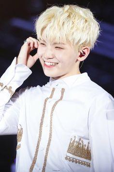 Haisssh.. hes cute smile melting me already...