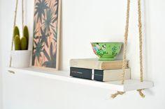 Pendure suas estantes de formas diferentes, como esta com cordas: | 20 dicas para decorar sua casa em 2016 gastando quase nada