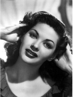 Find high-quality images, photos, and animated GIFS with Bing Images Old Hollywood Movies, Hollywood Icons, Classic Hollywood, Yvonne De Carlo, Canadian Actresses, Actors & Actresses, Old Movie Stars, Italian Beauty, Gray Eyes