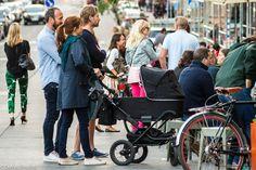 Яркие мужчины, серые женщины: как одеты стокгольмцы Scandinavian Fashion, Baby Strollers, Children, Baby Prams, Young Children, Boys, Kids, Prams, Strollers
