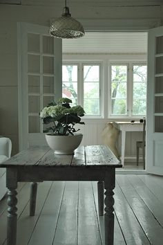 Simple and rustic farmhouse table. Decor, House Styles, Furniture, Interior Blogs, Interior, White Rooms, Vintage Interior, Home Decor, House Interior