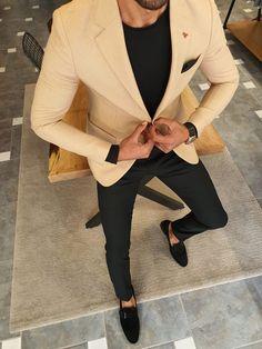 Beige Blazer Outfit, Blazer Outfits Men, Stylish Mens Outfits, Men Blazer, Casual Outfits, Blazers For Men Casual, Business Casual Men, Turtleneck And Blazer, Mens Black Shirt