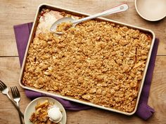 Get Food Network Kitchen& Crumble Lovers& Sheet-Pan Apple Crumble Recipe from Food Network Apple Desserts, Apple Recipes, Just Desserts, Fall Recipes, Delicious Desserts, Dessert Recipes, Thanksgiving Recipes, Yummy Recipes, Fruit Recipes