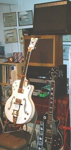 The Neil Young Gibson Les Paul Project Fender Deluxe, Guitar Pics, Local Music, Guitars For Sale, Gibson Guitars, Neil Young, Gretsch, Gibson Les Paul, Cool Tones