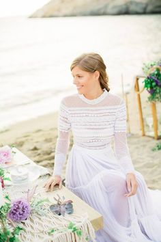 Macramé is a fabric art, where knots are made by hand. Recreated in a modern, minimal, boho chic/luxe way and is the ideal decor for a wedding in Greece. Wedding Trends, Wedding Styles, Trendy Fashion, Boho Fashion, Outdoor Wedding Decorations, Wedding Centrepieces, Boho Trends, Boho Bride, Beautiful Dresses