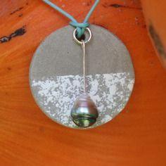 Collier avec véritable perle de tahiti et béton