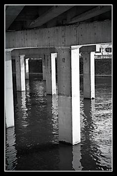 l'architecture sous le pont