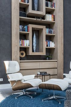 Design interieur, stephen versteegh, the art of living Modern Interior Design, Luxury Interior, Art Of Living, Living Spaces, Lounge Chairs, Parfait, Bookcase, Houses, Shelves