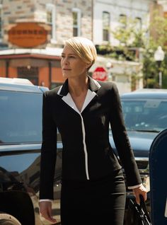 Robin Wright Claire Underwood House of Cards Chapter 40 Robin Wright, Claire Underwood Style, Clare Underwood, House Of Cards Seasons, Work Fashion, Fashion Outfits, Women's Fashion, Black Christian Louboutin, Saint Laurent