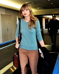 Taylor Swift style, classic & casual - could go without that dark brown spot on her pants, but love it overall!