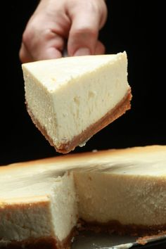 Combine the cream cheese, sugar and salt a. Newyork Cheesecake, Cheesecake Bars, Cheesecake Recipes, Party Desserts, Dessert Recipes, Sweet Bakery, Food Concept, Sweet Tooth, Sweet Treats