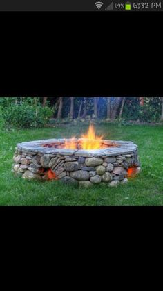 An outdoor fire pit makes a great addition to any yard. I'm a big fan of dry lay stone designs, and these five outdoor fire pits are so inspiring! Outside Living, Outdoor Living, Outdoor Projects, Home Projects, Garden Projects, Verge, Diy Fire Pit, Fire Pits, Outdoor Spaces