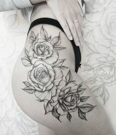 Artiste de tatouage de roses: - M A R I E S Moscou - Tattoos - Rose Tattoo On Hip, Flower Hip Tattoos, Hip Thigh Tattoos, Floral Thigh Tattoos, Hip Tattoos Women, Sunflower Tattoos, Trendy Tattoos, Womens Rose Tattoo, Rose Tattoos For Women