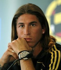 12 Sergio Ramos Haircut & Hairstyles For Long & Short Hair 2018 - Latest Haircuts Real Madrid Captain, Real Madrid Soccer, Real Madrid Players, Latest Haircuts, Hairstyles Haircuts, Haircuts For Men, Soccer Match, Play Soccer, Sergio Ramos Long Hair