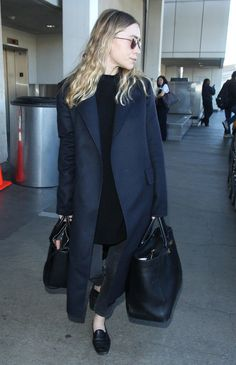 Doesn't your relationship deserve better than coach? How to travel in style. Ashley Olsen Style, Olsen Twins Style, Mary Kate Ashley, Mary Kate Olsen, Fashion Night, Winter Fashion, Olsen Fashion, Garance, Mode Inspiration