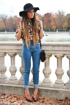 floppy hats, high waisted jeans, pattern blouse :)
