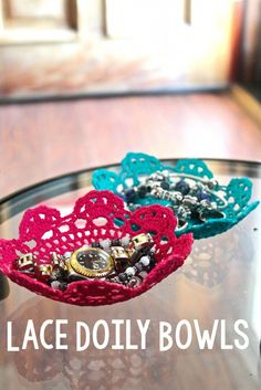 DIY Lace Doily Bowl – A Little Craft In Your Day Today I'm going to share with you a fun DIY Lace Doily Bowl. Some people want to learn how to make a bowl, and using a doily is a simple and fun way to do it! Teen Summer Crafts, Diy Crafts For Teens, Summer Diy, Diy Crafts To Sell, Teen Crafts, Simple Crafts, Diy Lace Doily Bowl, Lace Doilies, Doily Art
