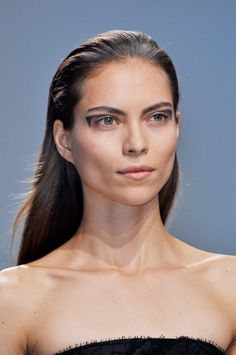 For a night out! The Best Makeup Looks from Spring 2014: Drawn & Penciled Shapes