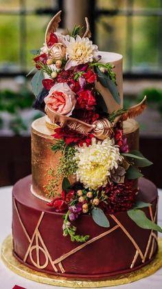 Bolo Harry Potter, Harry Potter Wedding Cakes, Gateau Harry Potter, Harry Potter Food, Harry Potter Theme Cake, Harry Potter Birthday Cake, Beautiful Wedding Cakes, Beautiful Cakes, Red Wedding Cakes